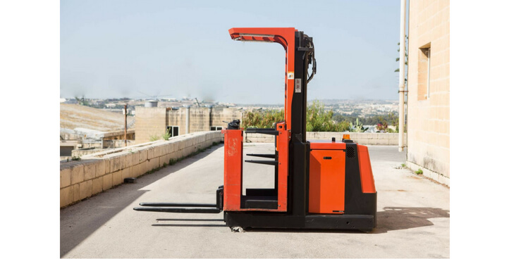 USED ELECTRIC ORDER PICKER MODEL BT OM