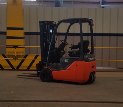 USED ELECTRIC 1.5 TON FORKLIFT 8FBET15